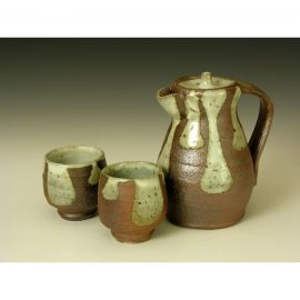 PR230   Lidded Jug with 2 Guinomi