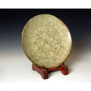 S11  A plate with inlaid decoration by Shimaoka Tatsuzo.