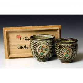 HJ158  A 'his and hers' pair of yunomi by Shimaoka Tatsuzo.