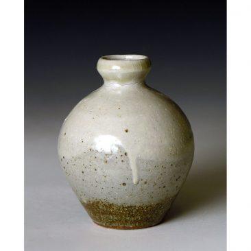 PR384    Small bottle or Bud vase.