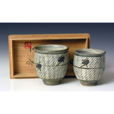HJ83  A pair of his and hers Yunomi by Shimaoka Tatsuzo.