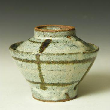 HJ82 A covered rice bowl by Hamada Shoji