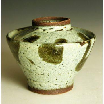 H82d  A lidded rice bowl by Hamada Shoji.