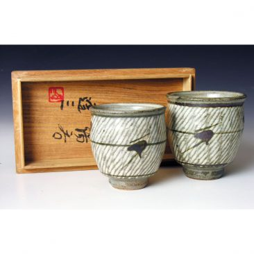 HJ83  A pair of 'his and hers' Yunomi by Tatsuzo Shimaoka.